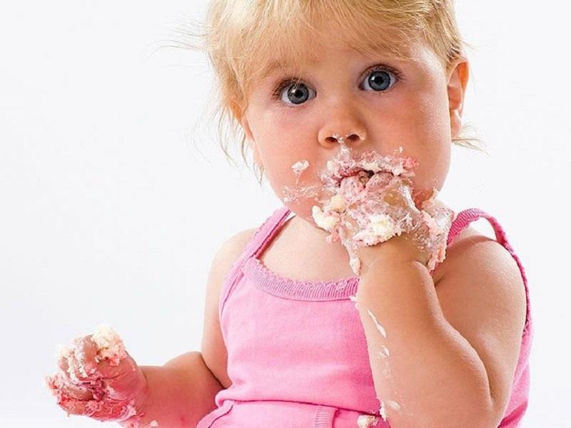 Стоит ли запрещать детям есть сладости
