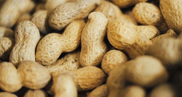 Пациентам с раком нельзя налегать на арахис